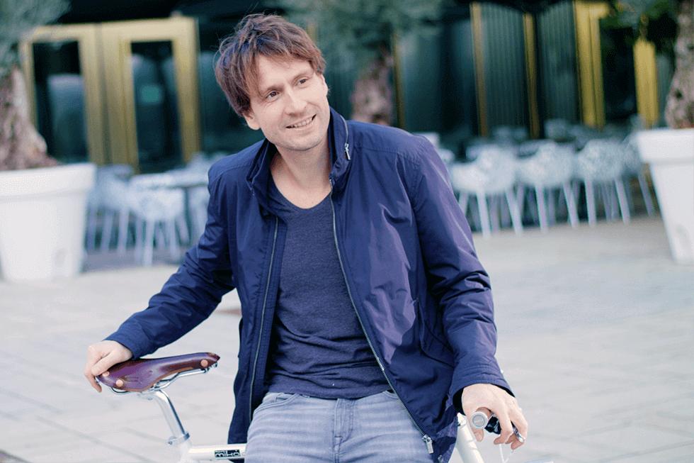 mika amaro Geschäftsführer Michael Nagler auf einem Urban-Bike