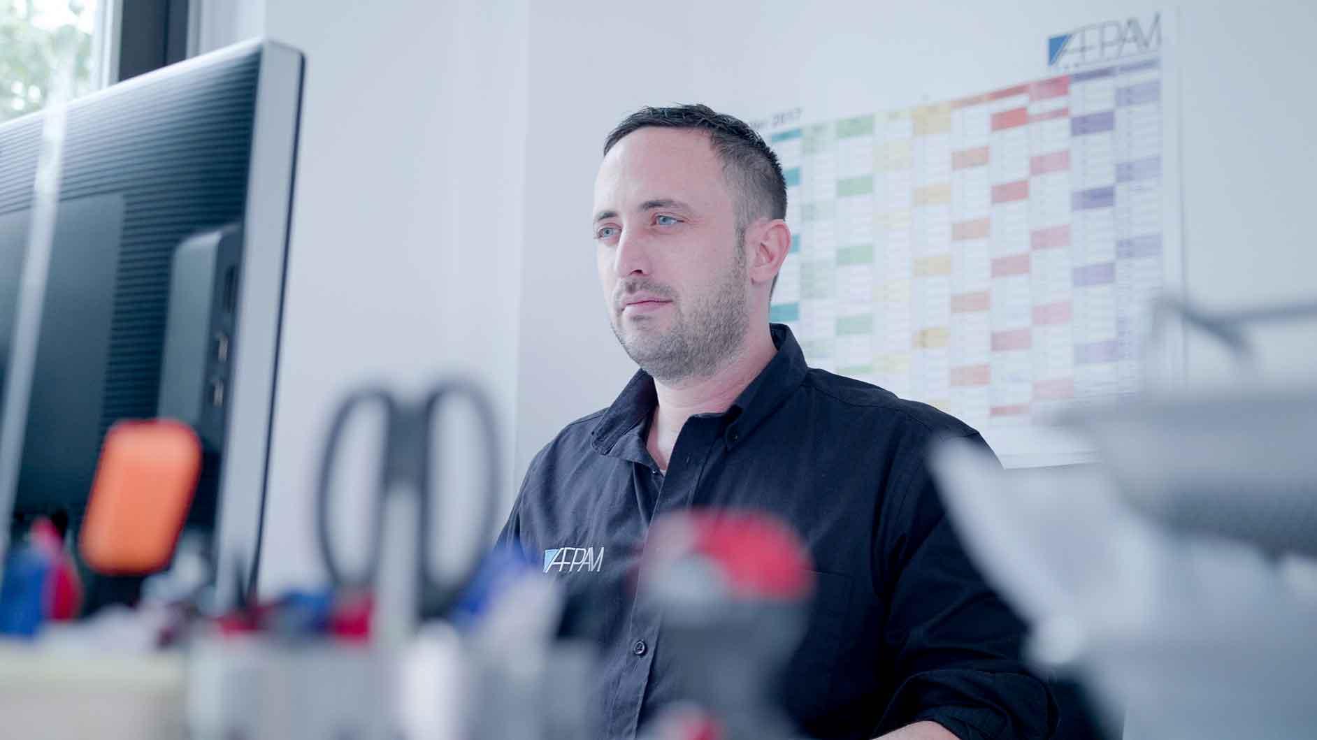 Kundenstimme AFPAM Dortmund arbeitet am PC mit MeinBüro