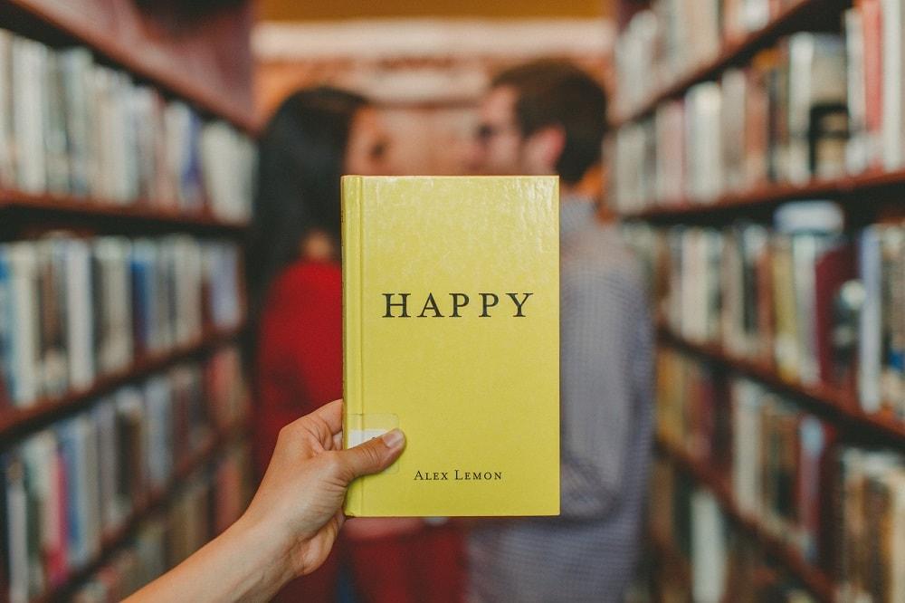 7 Gründe, warum mich ehrenamtliches Engagement so glücklich macht - Zu Sehen: Ein Buch über das Glücklichsein.