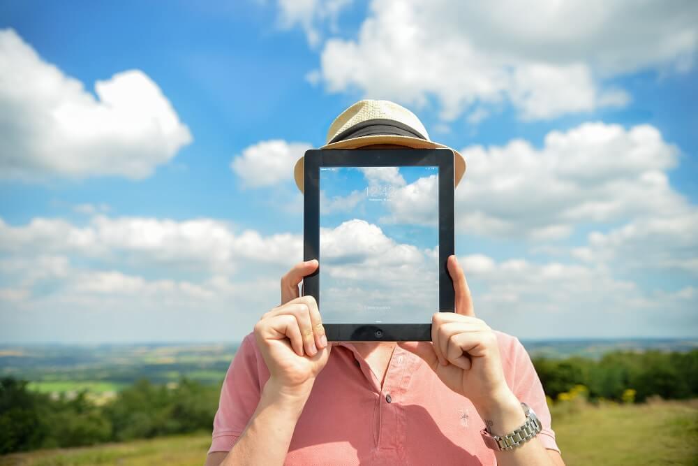 Ein Mann ohne Gesicht - den Kopf in den Wolken - das passive Vereinsmitglied?