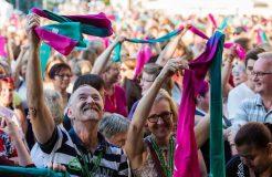 Freude am Singen: Menschen beim Gospelkirchentag in Karlsruhe