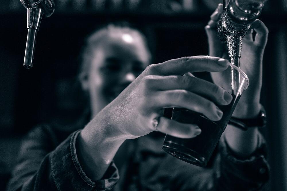 Zapfen, trinken, Spaß haben. Organisation im Vereinsheim - doch wer räumt jetzt eigentlich auf?