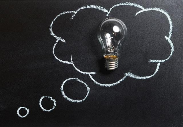 Gedankenblase mit Glühbirne