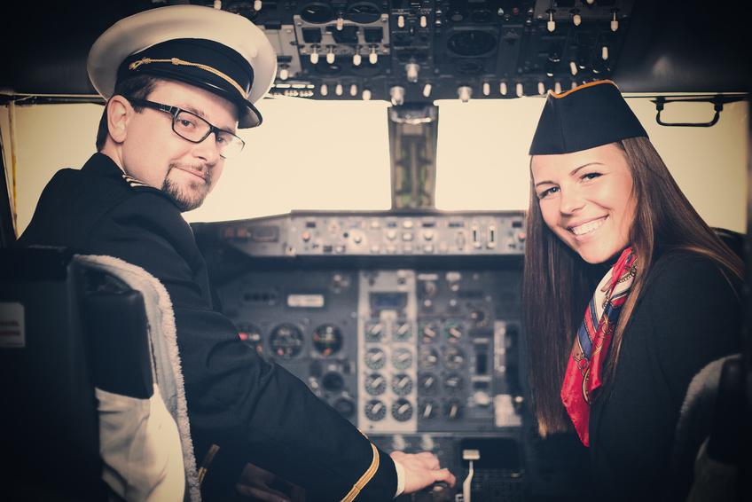 Piloten und Flugbegleiter