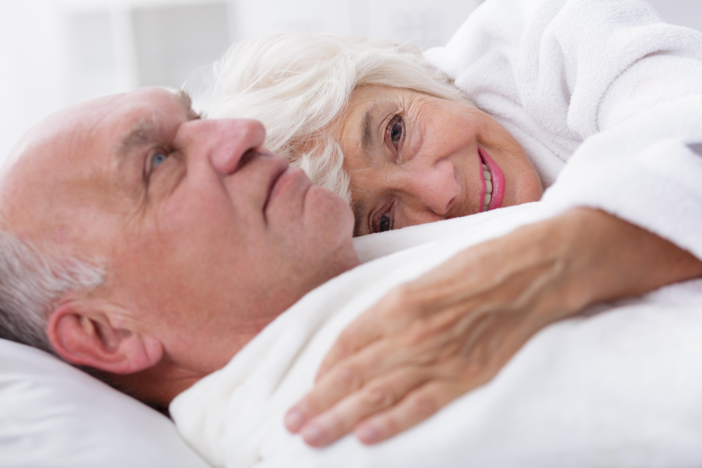 Etwa 70% aller Pflegebedürftigen werden zu Hause von Angehörigen versorgt. Was viele nicht wissen: Die Pflegeversicherung spendiert einen Pflegekurs!