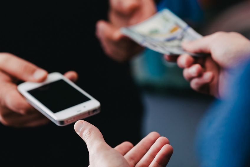verbraucherblick 06/2017 Was taugen generalüberholte Smartphones?