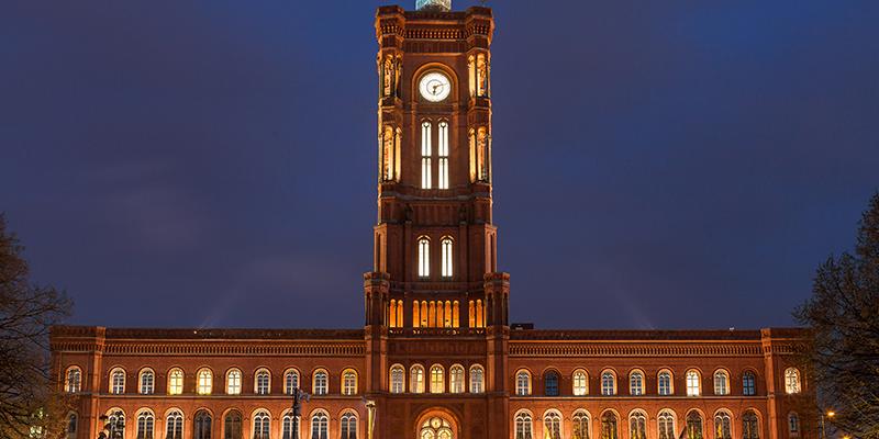 Nachtaufnahme des Berliner Senats.