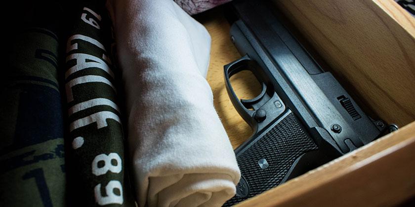 Unrechtmäßige Waffenlagerung in der Mietwohnung